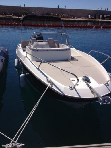 Quicksilver Activ 605 Sundeck in Marseille peer-to-peer