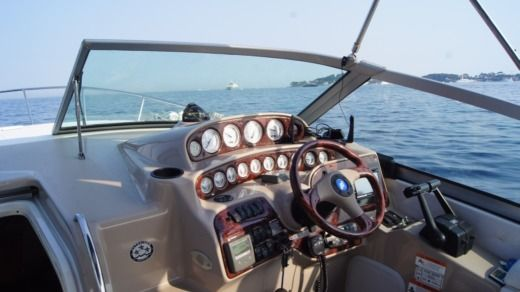 Four Winns 288 in Beaulieu-sur-Mer for hire