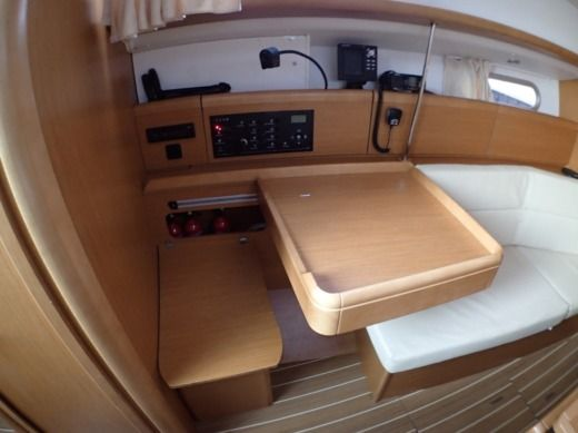 Sailboat JEANNEAU Sun Odyssey 36 I for hire
