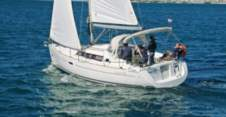 Motorboat Beneteau Oceanis 34 for hire