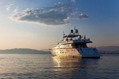 Location Yacht FALCON 102 Cannes