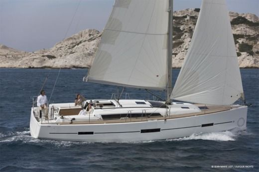Dufour 410 Grand`Large (3 Cabins, From 2016) in Horta zu vermieten