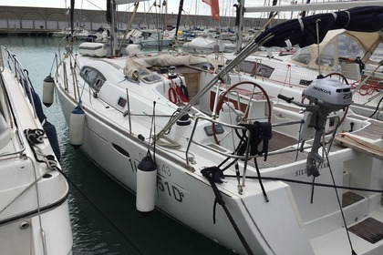 Rental Sailboat BENETEAU OCEANIS 43 Saint-Georges