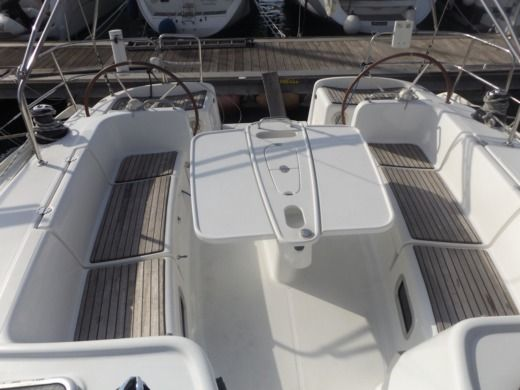 Sailboat Beneteau Cyclades 50.5 peer-to-peer