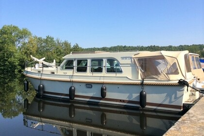 Rental Motorboat LINSSEN GRAND STURDY 339 Capestang