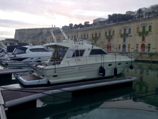 Charter motorboat in Valletta