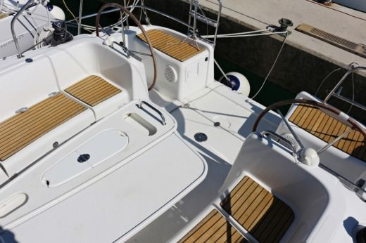 Sailboat BENETEAU Cyclades 43.4 (2008) for hire