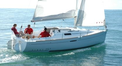 Charter Sailboat Beneteau First 25.7 La Rochelle