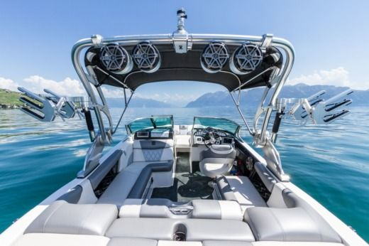 Motorboat MasterCraft X20 for hire