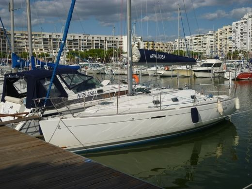 Charter sailboat in Montpellier peer-to-peer