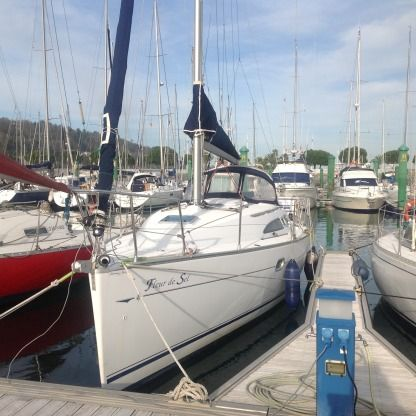 Rental Sailboat Jeanneau Sun Odyssey 32 Hondarribia