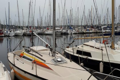 Hire Sailboat Beneteau First 22 Arzal
