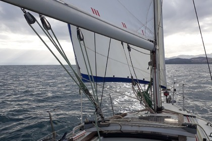 Hire Sailboat Jeanneau Sun Way 29 Saint-Cyprien