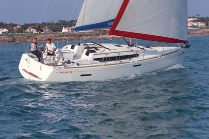 Hire Sailboat Sunsail 38/2 Road Town