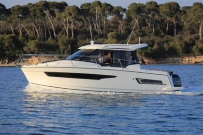 Hire Motorboat Jeanneau Merry Fisher 895 Pula