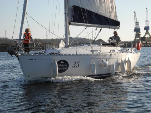 Sailboat DUFOUR 36 Classic peer-to-peer
