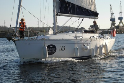 Rental Sailboat DUFOUR 36 Classic Courseulles-sur-Mer