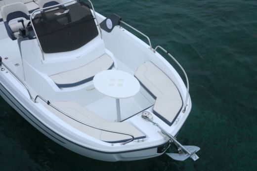 Beneteau Flyer 6.6 Spacedeck in Lorient for hire