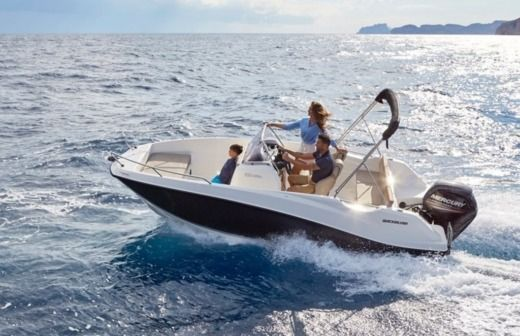 Quicksilver Activ 555 Open in Trogir