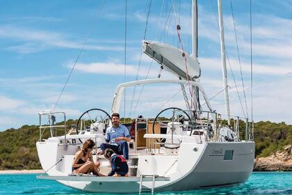 Hire Sailboat BENETEAU OCEANIS 41.1 Laurium