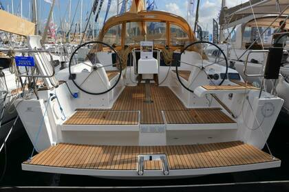 Rental Sailboat DUFOUR 382 Port Grimaud