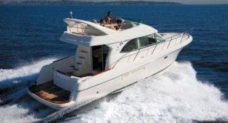 Motorboat Jeanneau Prestige 36 Fly peer-to-peer