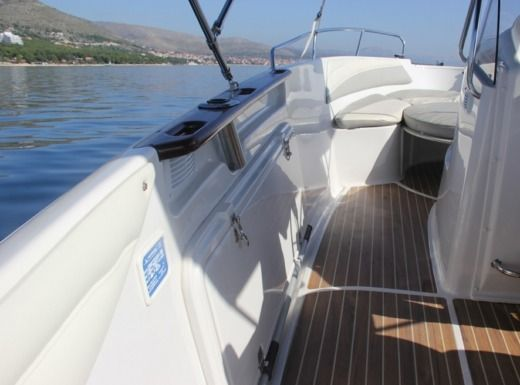 Quicksilver Commander 600 in Trogir peer-to-peer