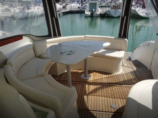 Motorboat Jeanneau Prestige 34s for hire