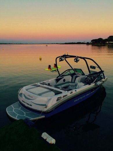 Motorboat CORRECT CRAFT SUPER AIR NAUTIQUE TEAM EDITION for hire