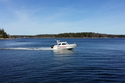 Hire Motorboat TG 7000 King Cruiser Vaxholm
