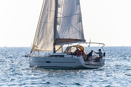 Hire Sailboat DUFOUR 350 Grand Large Sanary-sur-Mer