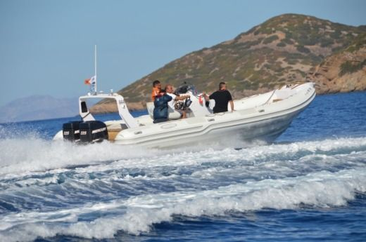 Mostro Top Gun in Sounio for hire