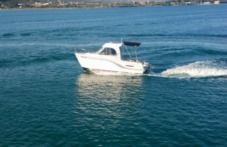 Motorboat Beneteau Antares 650 for hire