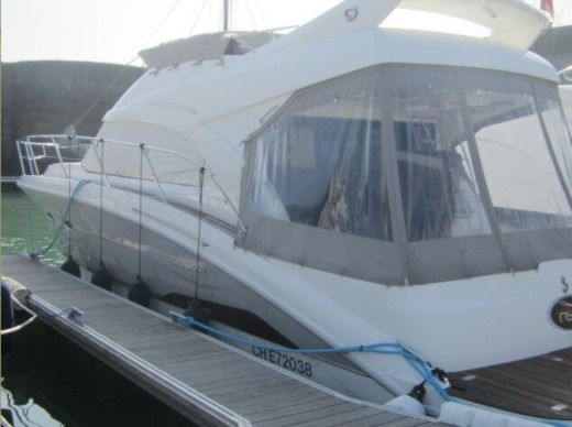 Motorboat Beneteau Antares 42 for hire