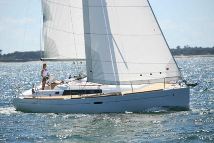 Rental Sailboat BENETEAU OCEANIS 37 Brest