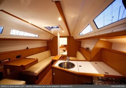 Charter Sailboat Jeanneau Sun Odyssey 33 Portisco