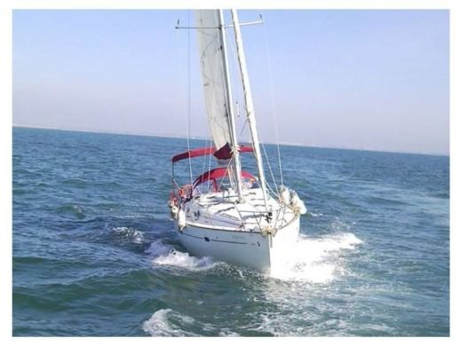 Sailboat Beneteau Oceanis Clipper 411 peer-to-peer