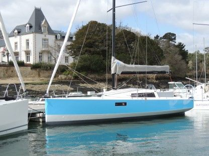 Rental Sailboat Pogo Structures Pogo30 La Rochelle