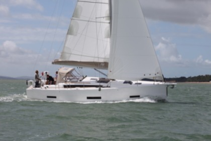 Charter Sailboat Dufour 390 Hamble-le-Rice