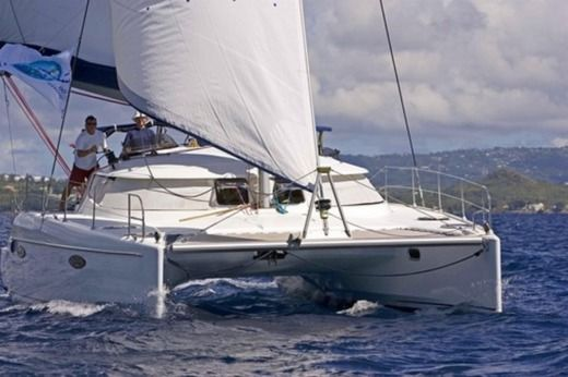Catamaran Fountaine Pajot Lavezzi 40 peer-to-peer