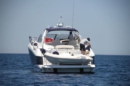 Charter motorboat in Saint Julian's