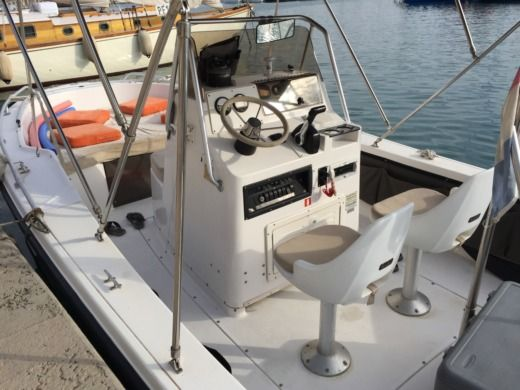Motorboat Hillsboro Marine Mako for hire