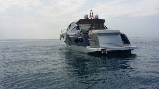 Charter motorboat in Naples peer-to-peer