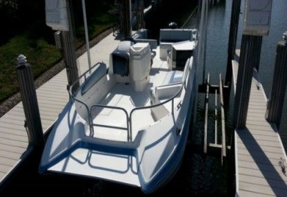 Rental Motorboat Bayliner 2609 Miami