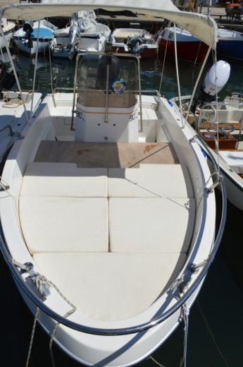 Charter motorboat in Livorno peer-to-peer