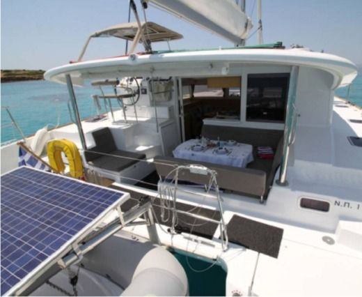 Lagoon 400 S2 in Athens for rental