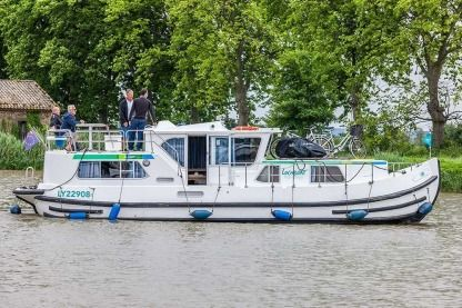 Charter Houseboat Pénichettes® P1180 Flying Bridge Briare