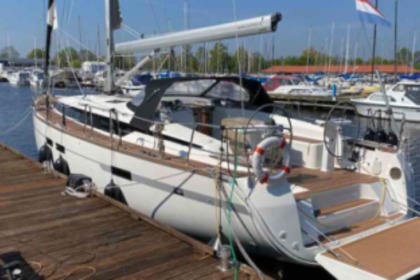 Hire Sailboat Bavaria 45 Cruiser Sneek