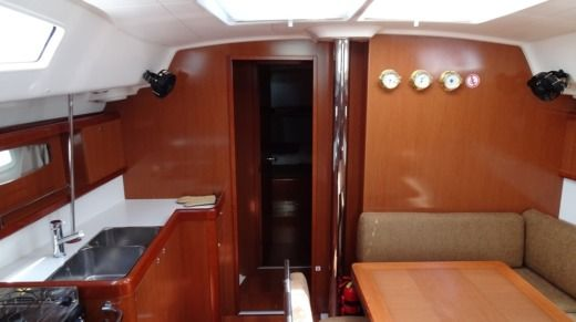 SPBI - Beneteau Oceanis 43 Family in Achillio peer-to-peer