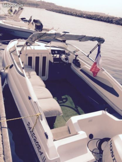 Charter Motorboat Custom 550 Marseille